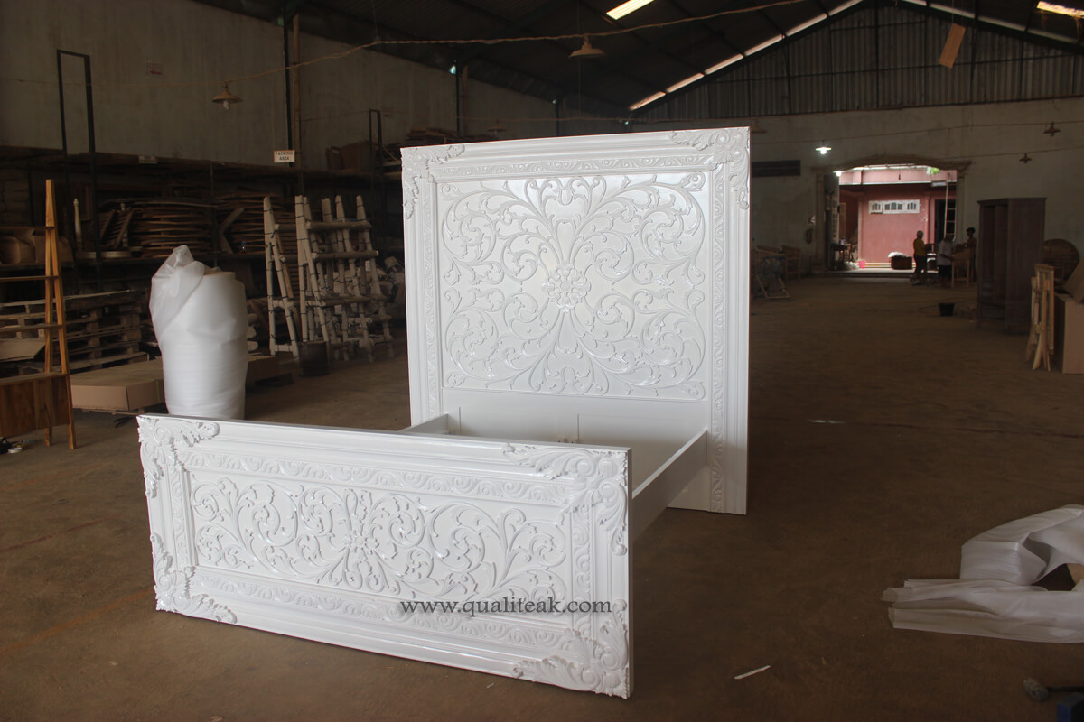 Heavily carved antique furniture florence bed