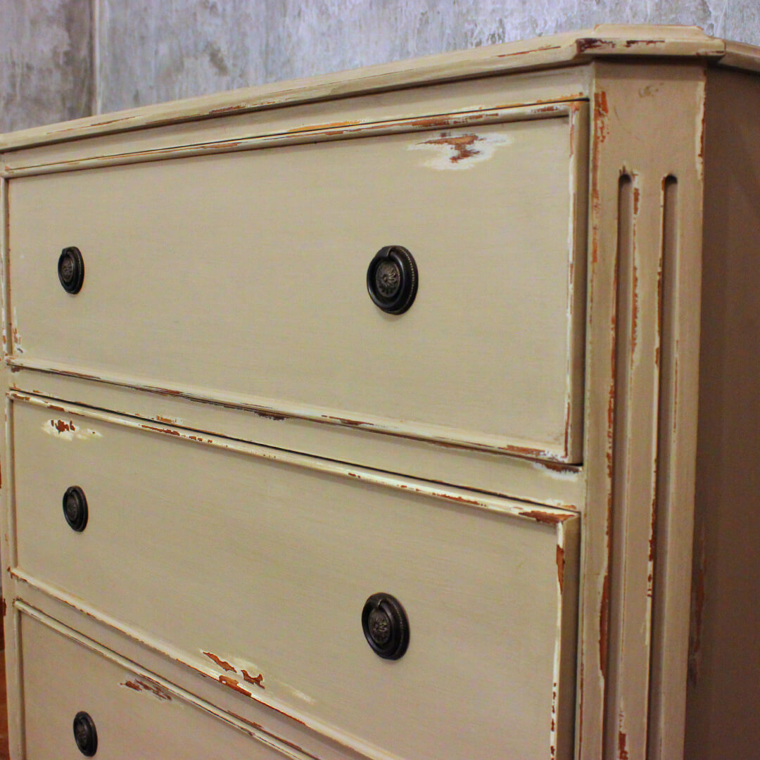 gustavian style chest of drawers detail view